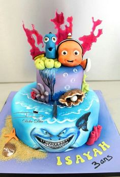 Disney Nemo cake. Amazing! - For all your cake decorating supplies, please visit craftcompany.co.uk Cupcakes, Cupcake Cakes, Dory Cake, Finding Nemo Cake, Movie Cakes, Fantasy Cake, Sea Cakes, Character Cakes, Cake Decorating Supplies
