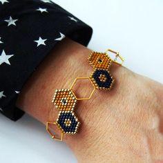 Bracelet intercalaire hexagonal et tissage brickstitch - DIY Schmuck Bead Jewellery, Seed Bead Jewelry, Beaded Jewelry, Silver Bracelets, Beaded Bracelets, Diy Bracelet, Diy Jewelry Inspiration, Jewelry Ideas, Charms