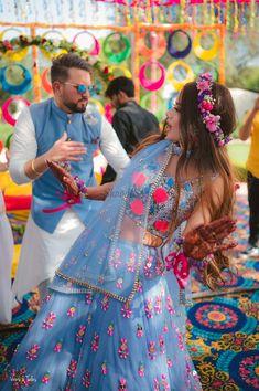 Mehendi Outfits, Indian Bridal Outfits, Indian Fashion Dresses, Bridal Dresses, Couple Wedding Dress, Matching Couple Outfits, Indian Wedding Photography, Girl Photography, Wedding Men