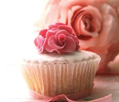 Pretty pink rose cupcake! Would love these on my birthday!