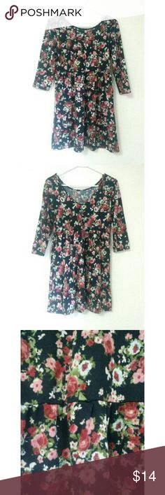 Floral Dress Black dress with red floral print and a slight v-back. If you have any questions, feel free to leave them in the comments! Reasonable offers will be considered (only through the offer button)  ❀ Forever 21 Dresses