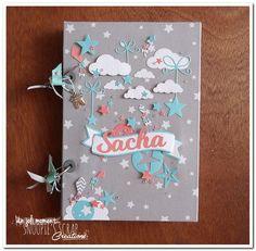 Bonsoir, On repasse aux bébés! Aujourd'hui un livre de naissance confectionné pour un petit Sacha! Tout le bonheur du monde aux heureux parents! * Sur la même base que celui de Noam finaleme…