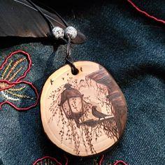 Wood Burning Crafts, Wood Burning Patterns, Wood Burning Art, Creative Gifts For Boyfriend, Boyfriend Gifts, Bird Jewelry, Wooden Jewelry, Jewelry Crafts, Wooden Necklace