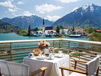 Terrasse mit Seeblick, © Seehotel Überfahrt