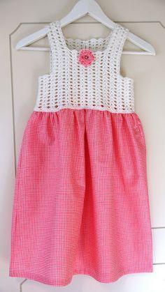 KREATIVE HENDER AS: Kjole med heklet topp,7-8 år.
