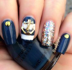 Nautical Nail design by IG user melcisme #summernails #nauticalnails #notd #navy