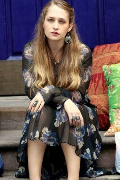 The Girls character Jessa Johansson is one of my style inspirations - girl does GOODWILL-GYPSY CHIC like no other. Love that she wears what she wants to wear. Be bold with your style choices, be fun, and play Jessa Girls, Girls Hbo, Jessa Johansson, Look Fashion, Girl Fashion, Jemima Kirke, Gypsy Chic, Hippie Style, My Style