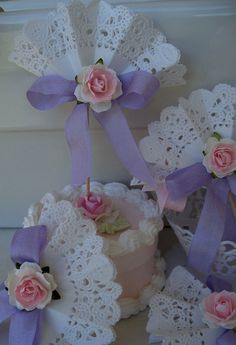 65 ideas for shabby chic party ideas paper doilies Paper Doily Crafts, Doilies Crafts, Paper Doilies, Lace Cupcakes, Craft Projects, Projects To Try, Diy And Crafts, Arts And Crafts, Mothers Day Crafts