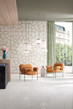 Foyer, the new marble-effect tile collection by @marcacorona1741 reinvents luxury surfaces through exclusive colors and innovative terrazzo overlays. Discover its Inlay décor and its ultra-thin 120x278 slabs!