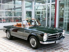 Mercedes-Benz 280 SL Pagode Cabrio - Auto Salon Singen Mercedes Classic Cars, Old Classic Cars, Mercedes Benz Conversível, Mercedes Convertible, Mercedes Benz Wallpaper, M Benz, Mercedez Benz, Classic Motors, Luxury Cars