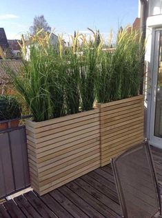 80 Inspiring Cheap Backyard Privacy Fence Design Ideas - Page 4 of 84 Planter Box Plans, Diy Planter Box, Garden Planters, Deck Planter Boxes, Pallet Planters, Cactus Planters, Diy Planters Outdoor, Balcony Planters, Outdoor Chairs