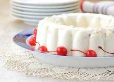 Gelatina De Yogurt1 litro de yoghurt natural 1 lata de coctel de fruta en almíbar 4cdas de grenetina natural150 gramos de crema 1 taza de Splenda .En un recipiente se mezcla el yogurt, la crema, splenda y el jugo de la fruta en almíbar-Hidrata la grenetina (se calienta hasta disolverse).Y se agrega poco a poco a la mezcla del yogurt.Vacia en un molde para gelatina-se mete al refrigerador. Se sirve adornando con la fruta en almíbar