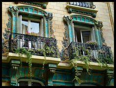 Le 2, rue Eugène Manuel (Passy, 16e arrondissement) a été construit en 1903 par l'architecte Charles Klein et est décoré de céramiques d'Eugène Muller. C'est un des deux immeubles Art Nouveau en céramique de la Ville de Paris.