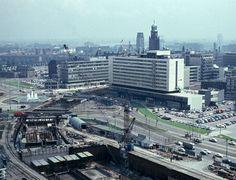 Aanleg van de metro op het Weena in 1964.