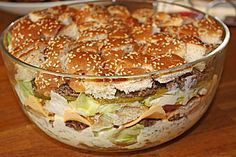 Big Mac Salat- das klingt so ungesund, fettig und kalorienhaltig, dass ich es irgendwie unbedingt ausprobieren muss^^