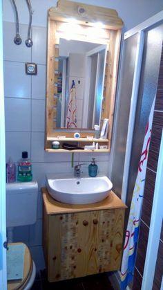 Beautiful Endgrain Inlay Bathroom Vanity Set Having a little fun with pallets Pallet Mirror, Pallet Frames, Pallet Wall Decor, Diy Pallet Furniture, Diy Pallet Projects, Pallet Ideas, Rustic Bathroom Mirrors, Pallet Bathroom, Bathroom Interior