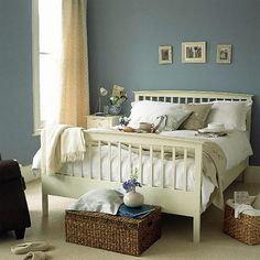 New England style . This is very similar to what's going on in my living room. Bedroom Color Schemes, Bedroom Colors, Bedroom Decor, Bedroom Ideas, Bedroom Wall, Style At Home, Blue Bedroom, Master Bedroom, Blue And Cream Bedroom