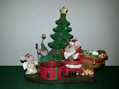 NEW Yankee Candle  Mouse family w Light Up Christmas Tree .