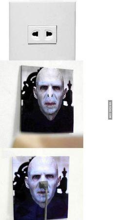 Harry Potter: Voldemort outlet (via 9gag)