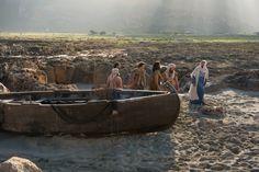 Juan 21:1–22; Mateo 4:18–22, Los discípulos abandonan su barca y siguen a Cristo