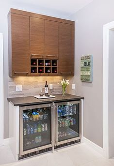 Home bar counter: sweet looking bar Kitchen Wet Bar, Coffee Bars In Kitchen, Kitchen And Bath, Home Bar Counter, Bar Counter Design, Bar Interior, Interior Design, Closet Bar, Closet Ideas