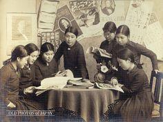 Japanese Showa era schoolgirls. 1935年代の岡山 • 読書する女学生達