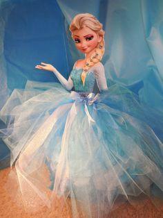 Arenita Cupcake: ELSA Piñata - Hand made