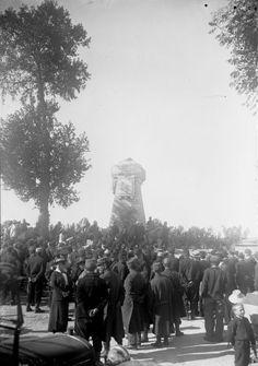 Anniversaire de la Marne, 12 septembre 15, monument d'Etrepilly plaque commémorative à la mémoire des soldats de l'armée de Paris morts pour la patrie sur les champs de bataille de l'Ourcq, septembre 1914 : photographie de presse / Agence Rol