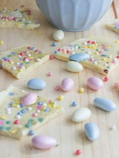 This Easter bark recipe is so easy to make and really delicioussss :-)
