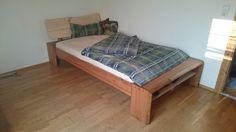 Das ist mein von Hand gezinktes Bett es ist volkommen ohne Metalteile gefertigt, es besteht aus Rüster und das kopfteil ist ein Zirbenbrett Bed, Furniture, Home Decor, Boards, Homemade, Decoration Home, Stream Bed, Room Decor, Home Furnishings