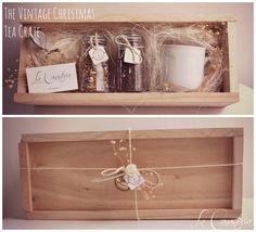 The Vintage Christmas Tea Crate es un fino regalo para mujer con cálidos toques navideños y elegante set de té en una hermosa cajita de madera con tapa perfecta para uso posterior. Incluye dos frascos de vidrio herméticos con tisana gourmet, una taza estilo retro para infusión y elegante infusor metálico. $560 (Precio incluye IVA) APLICAMOS DESCUENTOS MAYORISTAS Contacto: lacanasteria@gmail.com