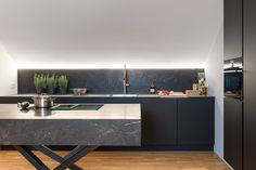 BEER Küchen.Manufaktur | Deko Schwarze Kueche #deko #dekoration #küche  #küchendeko