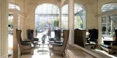 Tapicería de sillones para la recepción del hotel por parte del equipo de Marcasal. http://marcasal.es/web/hotel-majestic-eclectico-y-clasico/