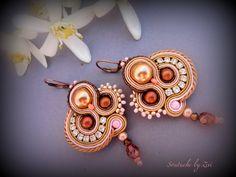 pendientes de soutache  con perlas de cristal  de El rinconcito de Zivi por DaWanda.com