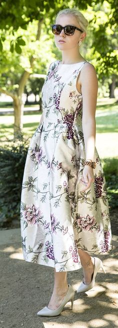 Discover the latest fashion trends from the most fashion forward women around the world. Vintage Floral, Vintage Style, Vintage Fashion, Cozy Winter Outfits, Spring Outfits, Dress Summer, Summer Wear, Amazing Dresses, Nice Dresses
