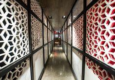 Gilles&Boissier - 2012 - Hakkasan - New-York Restaurant Design, Restaurant Bar, Restaurant Interiors, York Restaurants, Corridor, Decoration, Stairs, New York, Wall