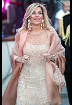 Pale colors look so good on Queen Maxima of the Netherlands Love Her Style, Looks Style, Mode Rose, Style Royal, Estilo Real, Estilo Fashion, Queen Maxima, Formal Dresses, Wedding Dresses