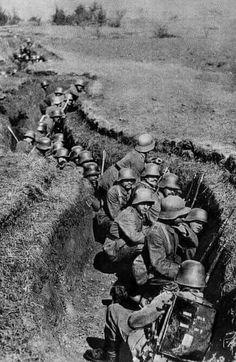 World War I German Shock Troops, circa CSU Archives/Courtesy Everett Collection. Note their stahlheim helmets. History Online, World History, World War One, First World, Ww1 Photos, War Photography, German Army, War Machine, Civil War Photos