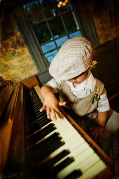 ♫♪ Music ♪♫ Play me a song Mr Piano-(little)-man