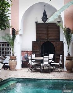 While in Marrakech should you stay in a small, intimate Riad or a large resort? We review both to help you decide. :)  via Beers & Beans