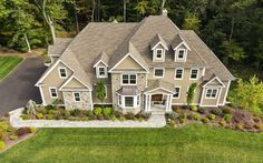 How Real Estate Benefits from Drone Photography Services in Raleigh? - The bird's eye view (or the elevated view) has helped the filmmakers make their videos more appea - Photography Services, Aerial Photography, Photography Business, Selling Real Estate, Real Estate Tips, Drones, Real Estate Drone, Real Estate Pictures, Real Estate Photographer