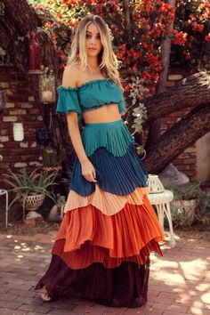 Source by elonessentials clothes fashion dresses Style Hippie Chic, Hippie Look, Bohemian Style, Modern Hippie, Bohemian Gypsy, Bohemian Skirt, Gypsy Style, Girly Outfits, Skirt Outfits