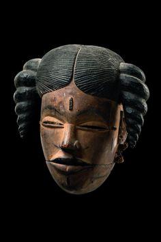 "Mask with hinged jaw ""elu"" Nigeria, Ogoni Afrique Art, Atelier D Art, African Sculptures, Art Premier, Head Mask, Supernatural Beings, Sculpture Painting, Venetian Masks, Masks Art"