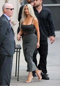 Kim Kardashian flashes nipples in tiny crop top Khloe Kardashian Style, Kardashian Jenner, Kardashian Fashion, Kris Jenner, Jenner Style, Kendall And Kylie, Business Women, Celebs, Street Style