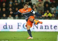 Premier Lig ekiplerinden Tottenham, orta saha oyuncusu Benjamin Stambouli için Montpellier ile anlaşma sağladı.