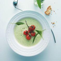 Bärlauchschaum-Suppe mit Karamelltomaten