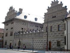 Palacio de Schwarzenberg de Praga Vista de la preciosa fachada del imponente palacio de Schwarzenberg, cerca del Castillo.