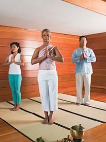 Diez posturas de yoga para principiantes: Postura de la montaña (Tadasana)