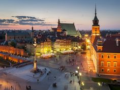 Night Panorama of Royal Castle and Old Town in Warsaw, Poland Prague, Warsaw Old Town, Warsaw Poland, Places To Travel, Places To See, By Train, Roadtrip, City Break, Go Outside