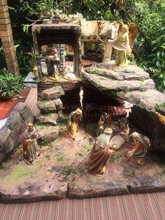 #pesebres #belenes # portales #natividad #navidad Christmas Nativity, Christmas Villages, Christmas Home, Belem, Tenerife, Virgin Mary, Christmas Projects, Portal, Jesus Christ